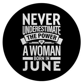 Never Underestimate the poer of a Woman born in..., Επιφάνεια κοπής γυάλινη στρογγυλή (30cm)